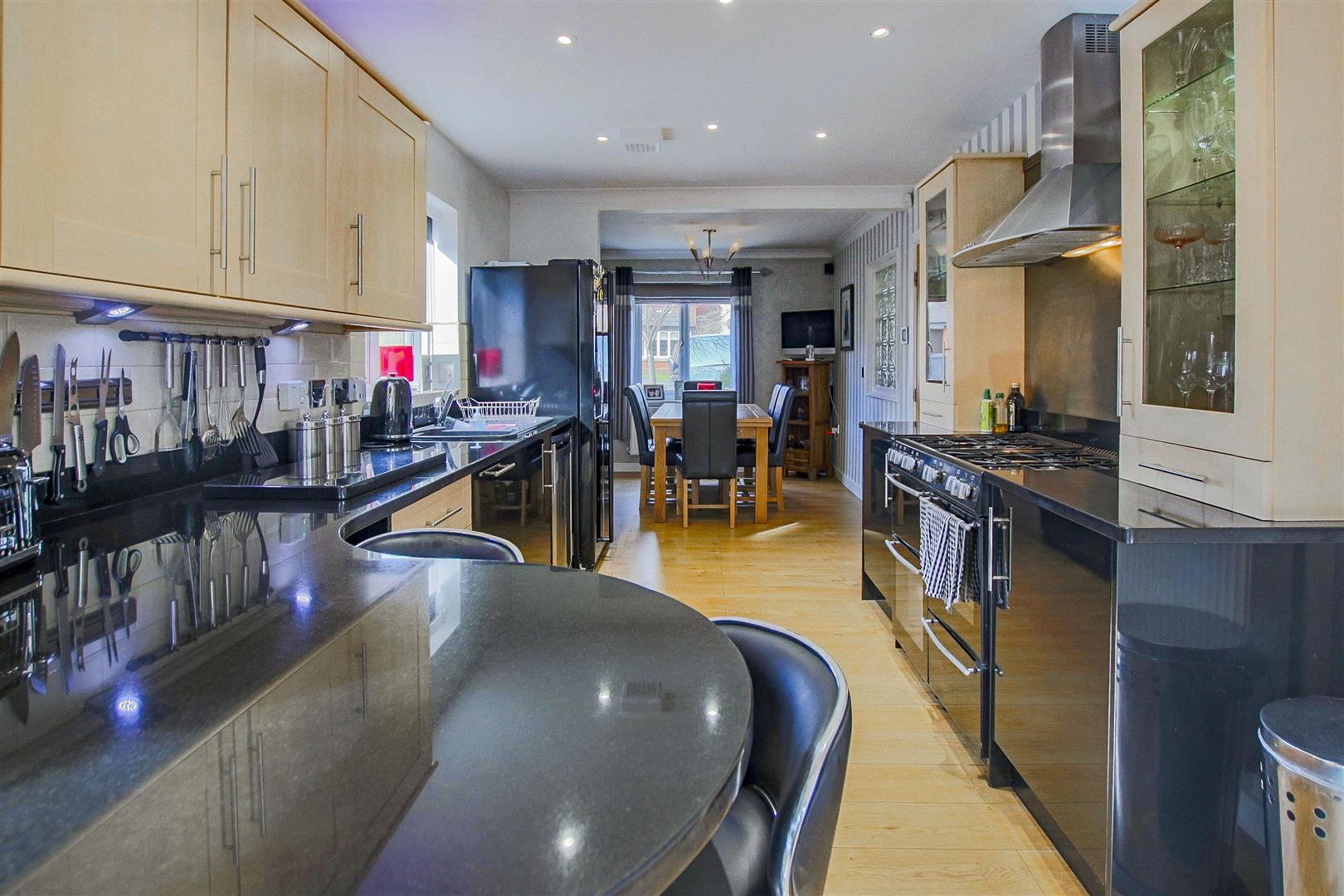 4 Bedroom Detached House For Sale - redwing31755.JPG